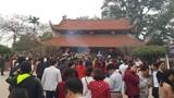 Ảnh: Hàng nghìn người đổ về đền thờ Danh y Tuệ Tĩnh cầu sức khỏe