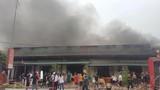 Kinh hoàng cháy 5 quán karaoke ở Móng Cái