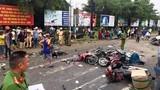"""Container đâm hàng loạt xe máy dừng đèn đỏ ở Long An: """"Nên cấm xe máy""""?"""
