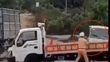 Xe 12 chỗ tông xe CSGT khiến 1 người bị thương: Tài xế có dấu hiệu phạm tội gì?