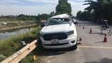 4 người thương vong khi xe bán tải va chạm với xe tải chở hàng