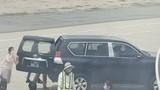 Xe biển xanh vào máy bay đón Phó Bí thư Phú Yên: Ai được đón?