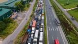 """""""Luồng xanh"""" giao thông ở Hà Nội: Ưu tiên phương tiện chở hàng và công nhân"""