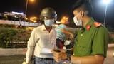 Cận cảnh Đà Nẵng lập nhiều chốt kiểm tra 'lý do ra đường' sau 18 giờ