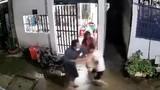 Video: Người dân vây bắt kẻ giết 2 mạng người ở TP.HCM