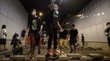 """Người biểu tình Hồng Kông lại """"nóng"""" xô xát với cảnh sát"""