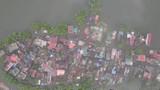 Video: Làng ngập lụt ở Hà Nội nhìn từ trên cao như hình con cá