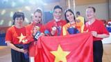 Chí Anh trao thưởng nóng cho Phan Hiển, chúc mừng Khánh Thi