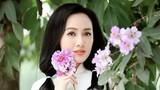"""BTV Hoài Anh diện áo dài trắng trẻ xinh như """"gái đôi mươi"""""""