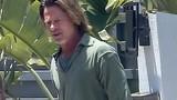 Brad Pitt già nua với mái tóc dài lượt thượt, râu ria xồm xoàm