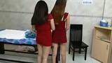 Hai nữ tiếp viên massage tắm tiên kích dục cho khách ở Sài Gòn