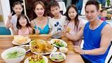 Bữa cơm của Lý Hải và vợ kém 17 tuổi cùng 4 con