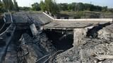 Ukraine không kích Donetsk: Tự vệ phá cầu cản đường