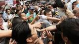 Người dân Hồng Kông ẩu đả với người biểu tình