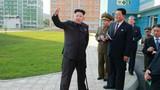 Chùm ảnh ông Kim Jong-un chống gậy ngày tái xuất