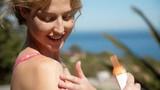 Chọn mua kem chống nắng hàng ngày và đi biển loại nào tốt?