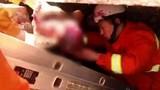 Giải cứu bé sơ sinh bị mẹ đẻ rơi trong toilet trạm xăng mà không biết