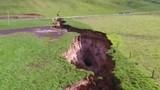 New Zealand: Đất nứt hố tử thần cực lớn, chứa thứ 6 vạn năm trước