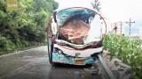 Video: Đá rơi đè nát đầu xe khách, tài xế cứu 37 mạng người trước khi chết