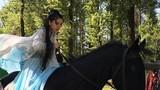 Angelababy bụng bầu vẫn cưỡi ngựa đóng phim khiến fan phát hoảng