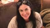 Demi Moore stress đến mức rụng răng, bạc tóc
