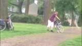 Cái kết của người đàn ông lần đầu tiên được đi xe đạp