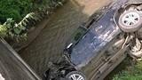 Xe chở Phó Phòng CSGT tỉnh Bắc Kạn rơi xuống suối