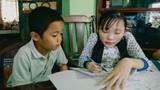 Ảnh: Lớp học miễn phí không bảng, phấn của cô giáo xương thủy tinh