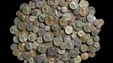 Tìm thấy kho tiền cổ niên đại 2.500 năm trong lâu đài