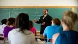 Ở nước ngoài chức danh giáo sư có dễ xét phong?
