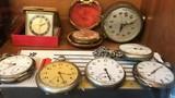 Chiêm ngưỡng bộ sưu tập đồng hồ cổ cực hiếm ở Hà Nội
