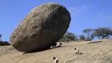 """Bí ẩn khó giải """"hòn đá của Chúa"""" ngàn năm không đổ"""