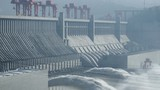 Video: Choáng người với cảnh đập Tam Hiệp mở 3 cửa xả lũ