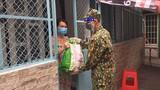 Đi chợ hộ không phải nhiệm vụ chính của lực lượng vũ trang