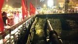 Giải cứu cô gái đòi nhảy sông Tô Lịch tự tử