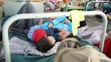 Khánh Hòa: Bệnh nhân sốt xuất huyết nằm tràn sân bệnh viện