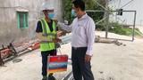 Phó chủ tịch phường Trần Lê Hữu Thọ xin lỗi nam công nhân đi mua bánh mì