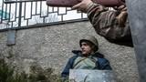 """Người biểu tình Ukraine thành """"bia sống"""" của tay súng bắn tỉa"""