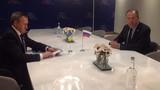 """Ngoại trưởng Nga, Ukraine lần đầu """"mặt đối mặt"""" chất vấn"""
