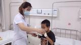 Con nguy kịch vì cha mẹ cho uống thuốc nam trị bệnh thận