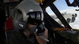 """""""Đột nhập"""" buồng lái pháo đài bay B-52"""