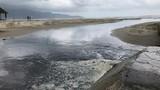 Video: Kinh hãi nước cống hôi thối chảy tràn ra biển Đà Nẵng