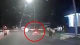 Video: Người dân tóm gọn kẻ cướp tông vào barie khi bị truy bắt