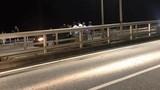 CSGT cứu thanh niên 9X định nhảy cầu Bãi Cháy trong gang tấc