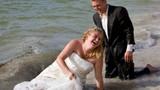 """Video: Sự cố bất ngờ trong đám cưới khiến cô dâu, chú rể """"đứng hình"""""""