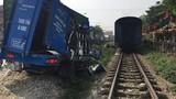 Video: Thoát chết thần kỳ khi bị tàu hỏa lao qua người