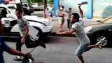 Video: Vác dao chém nhau sau khi xảy ra va chạm giao thông