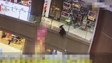Video: Túng quẫn, người đàn ông ném bé gái từ tầng 3 xuống đất