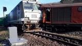 Video: Hai tàu hỏa đâm nhau, lái tàu thiệt mạng, 8 người bị thương
