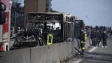 Video: Tài xế tưới xăng đốt xe buýt chở 51 học sinh